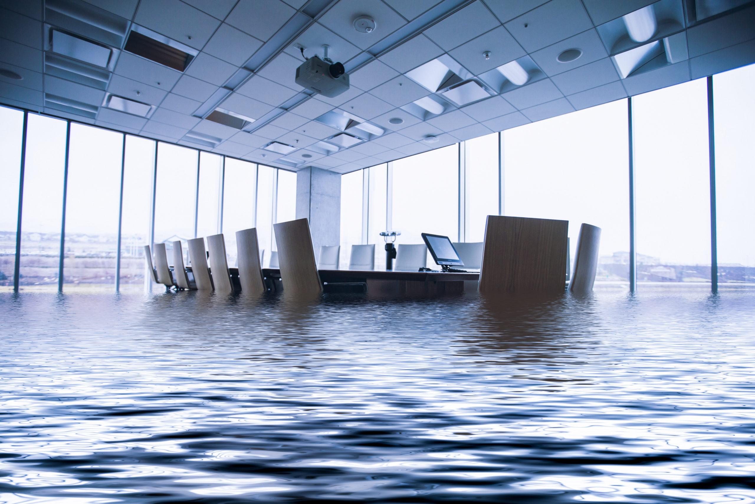 Blog - Konferenzraum steht stark unter Wasser